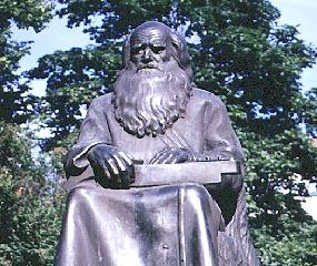 памятник рунопевцам